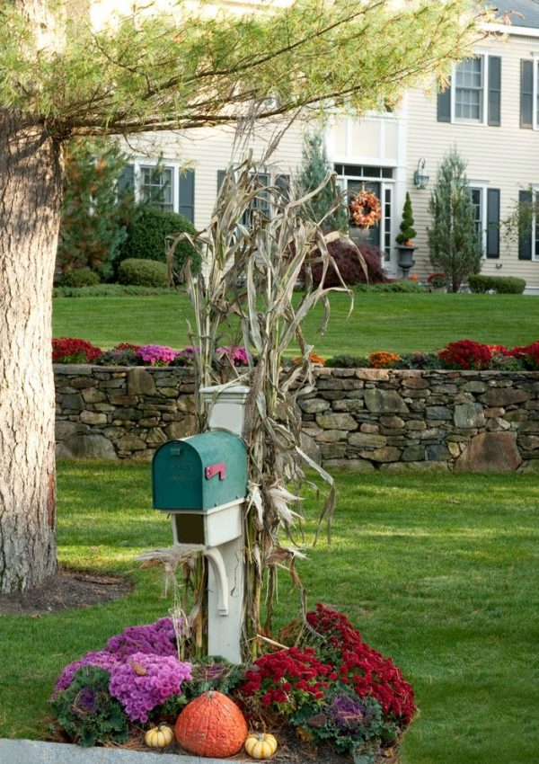 Favorite Fall Mailbox Decorating Ideas