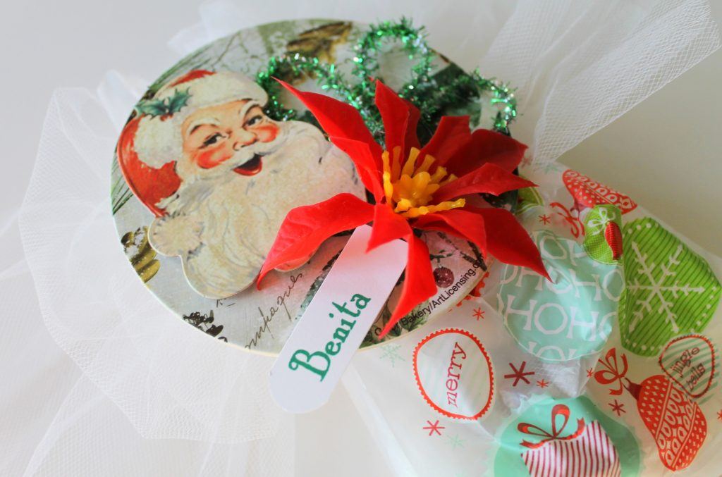 GIVEAWAY A Vintage Inspired Christmas Corsage Topper