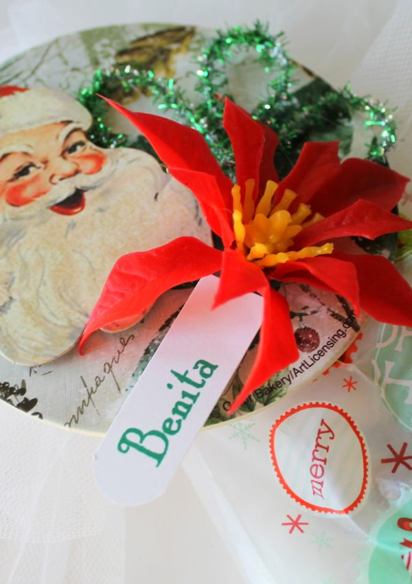 GIVEAWAY and A Vintage Inspired Christmas Corsage Topper