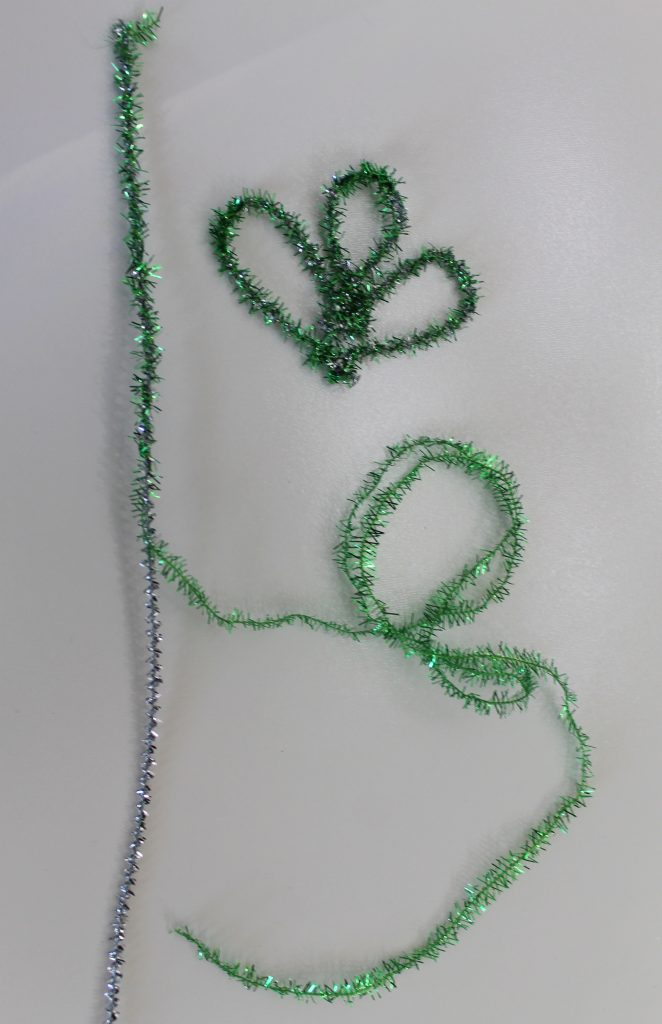 Bending pipe cleaners