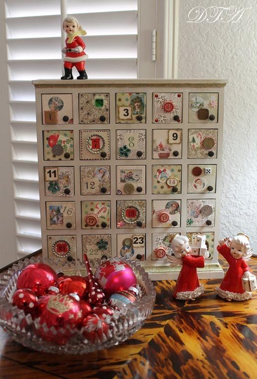 Cozy Christmas 2106 nightstand closeup