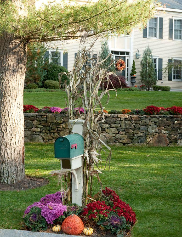 Favorite Fall Mailbox Decorating Ideas