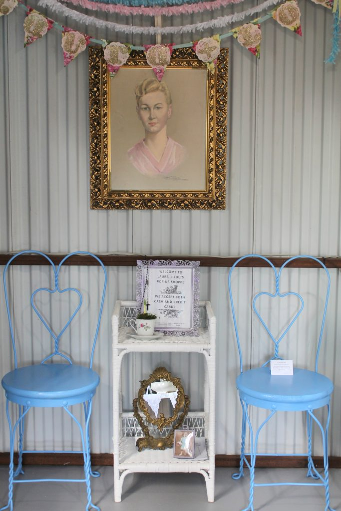 Pop Up Shoppe Reveal bleu chairs