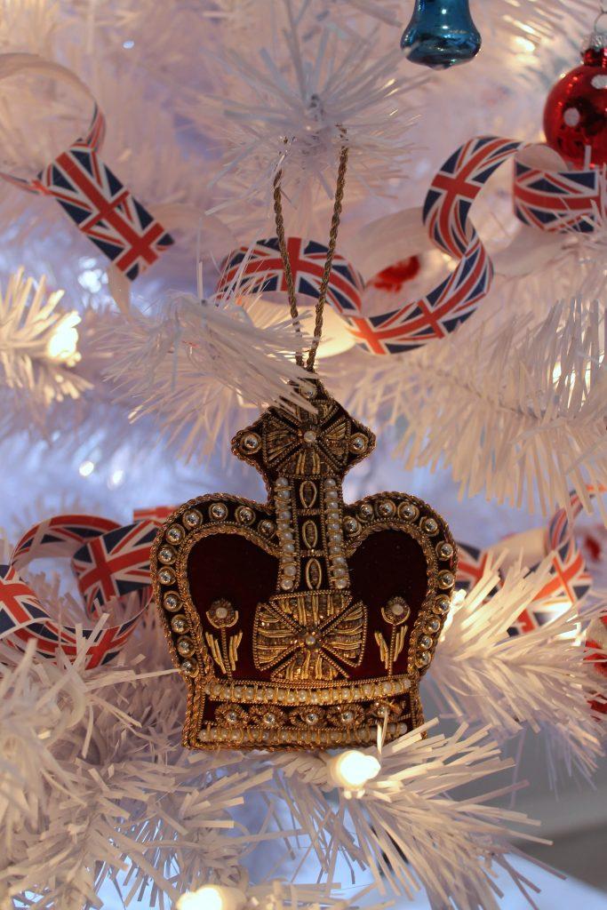 Union Jack Paper Chain