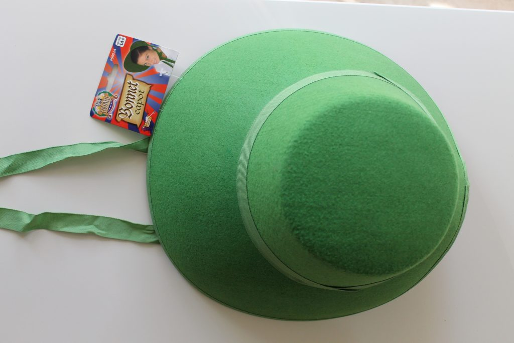 Kelly green bonnet