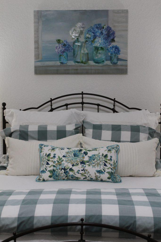 Spring 2018 Bedroom Decor To Adore pillow swap