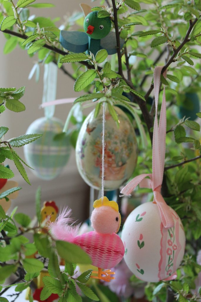 Vintage Easter Tour Decor To Adore