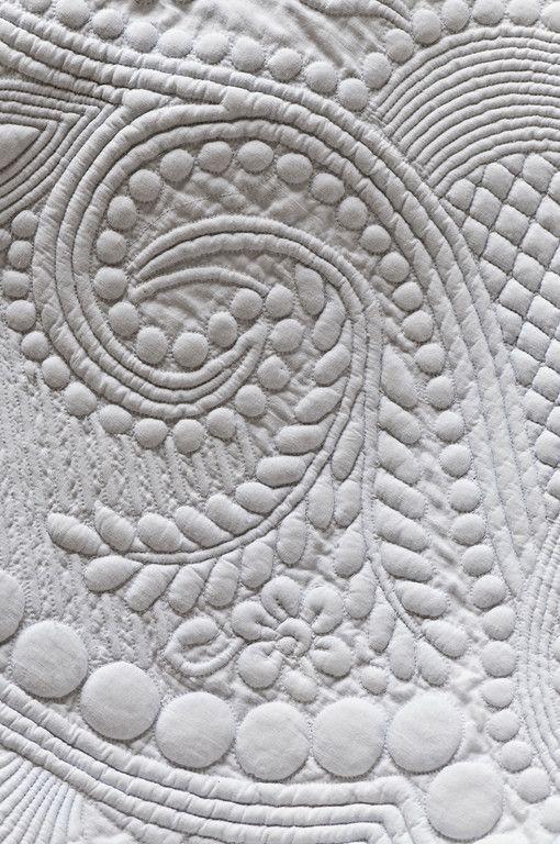 """""""Collection Andre Jean Cabanel - Boutis anciens, Couvertures et Jupons en piqués Detail de motifs brodes sur un boutis blanc"""""""