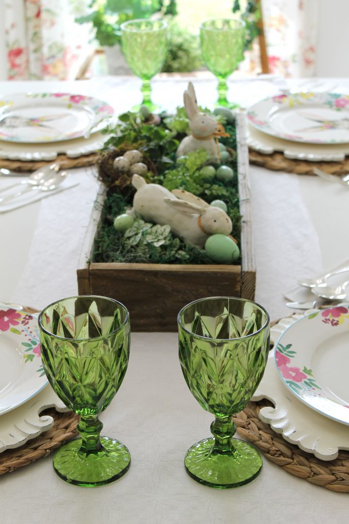 A Spring Tablescape for the Breakfast Nook