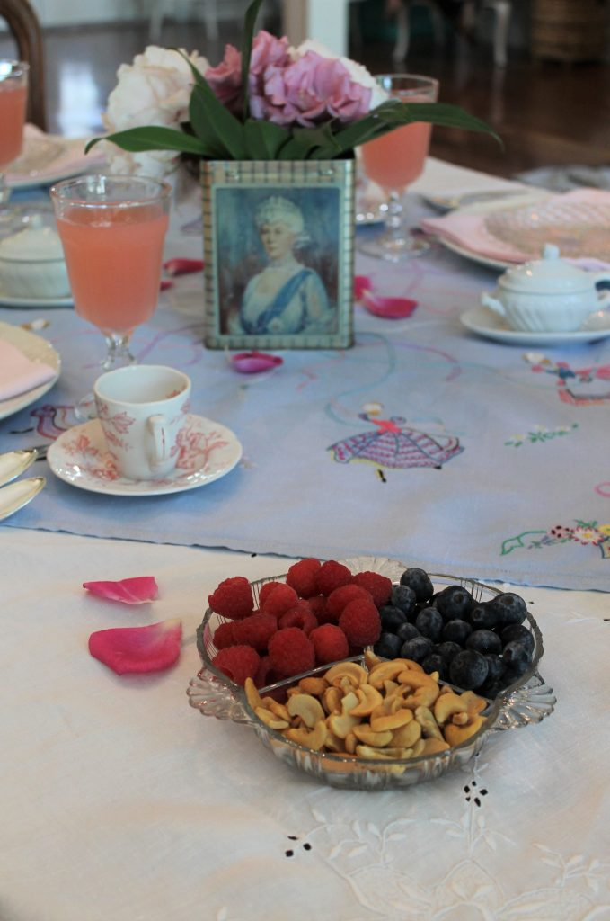 Queen Mary tea tin